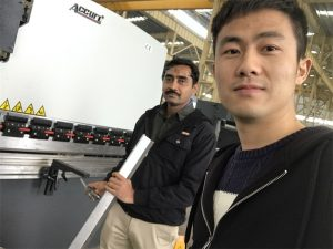 Algerië kliënt toets Press Brake Machine in ons fabriek