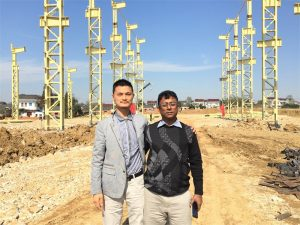 Bangladesj kliënte kom na die nuwe fabriek wat ons bou