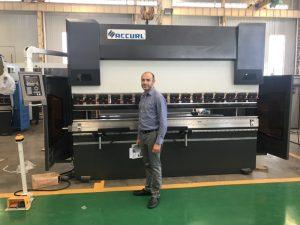 Iran kliënt toets masjien in ons fabriek 1
