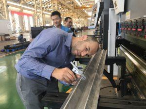 Iran kliënt toets masjien in ons fabriek 2