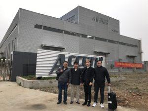 Rusland Customers Besoek Double Linkage Buig masjien in ons fabriek